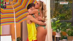 Sofia Arruda super sensual em biquini na serie Patrões Fora