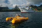 Das Tauchboot JAGO und das neuseeländische Forschungsschiff BRAVEHEART vor der Küste von Moorea (Französisch Polynesien).