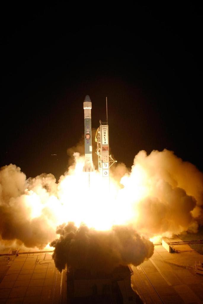 Aug04-2007-Phoenix-liftoff