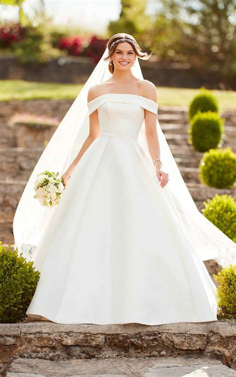 Simple Ballgown Wedding Dress with Off the Shoulder Sleeves