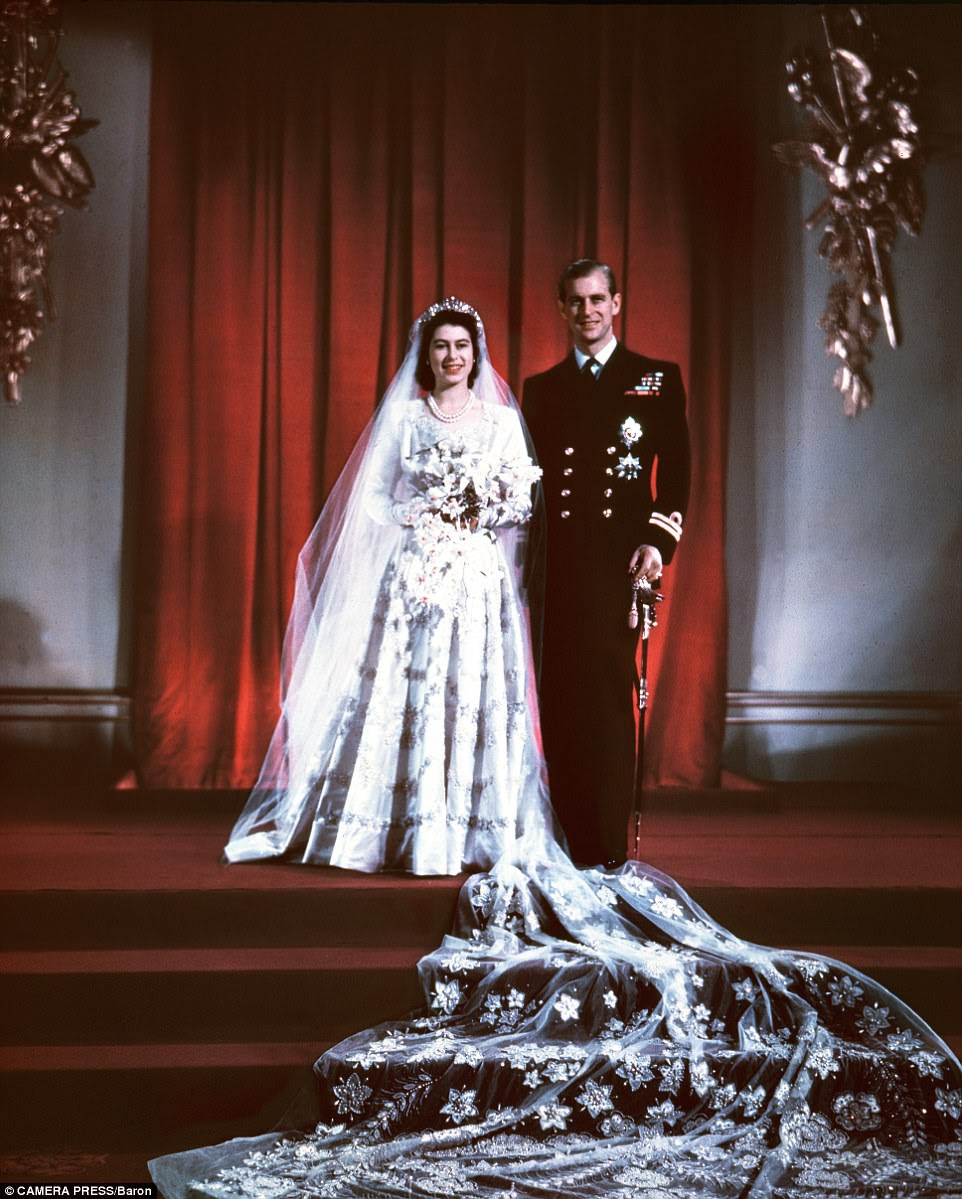 O monarca britânico HM Rainha Elizabeth II (então a princesa Elizabeth) eo príncipe Philip (duque de Edimburgo) retrataram no dia do casamento no palácio de Buckingham, Londres, 20.11.1947
