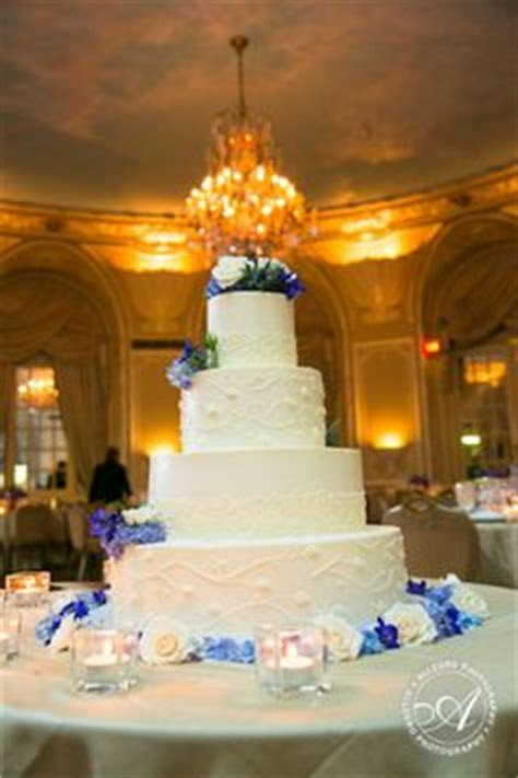 Studio Reception Venue Cake Ideas and Designs