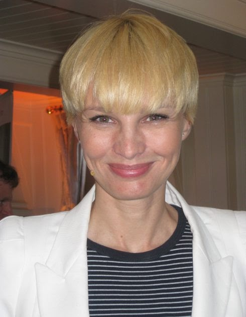 Haare Blonde Moderatorin Kurze Rtl