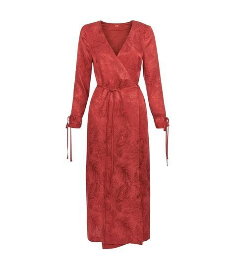 Can You Wear Red to a Wedding? We Have the Answer   Who