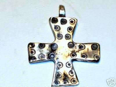 croix merovingienne vendue au Canada