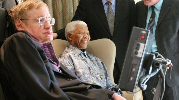 Former South African President Nelson Mandela (C) meets theoretical physicist professor Stephen Hawking (L) at Mandela's Foundation office in Johannesburg May 15, 2008. Hawking is on a short visit to South Africa. REUTERS/Pool (SOUTH AFRICA) - GM1E45F1M9Q01