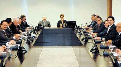 Reunião de Dilma Rousseff com líderes da base aliada, no início do governo: o Planalto teme perder o apoio de três partidos (Ronaldo de Oliveira/CB/D.A Press - 2/3/11)