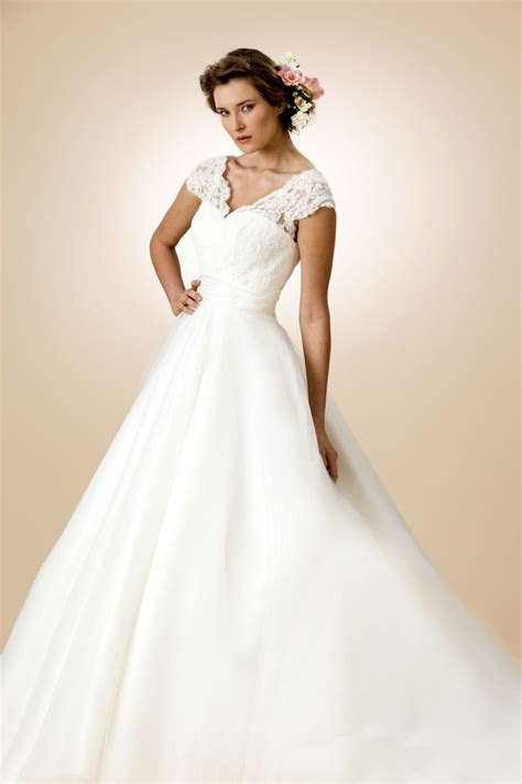 True Bride Sample Sale Wedding Dress   Style W101   Lori G