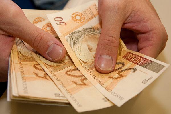 Salário mínimo vai aumentar dos atuais R$ 788 para R$ 880 em 2016