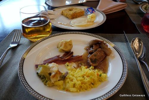 breakfast-at-oakwood.jpg