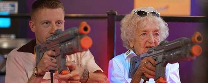 Rapper faz lindo clipe com a avó para comemorar o aniversário de 100 anos da idosa