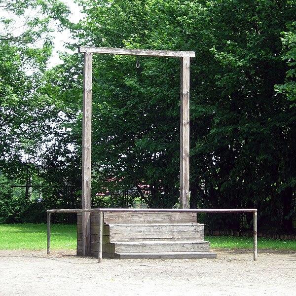 File:AuschwitzGallows2006.JPG