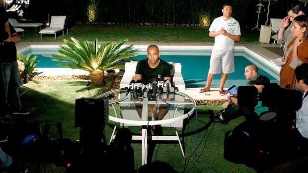 Emerson durante entrevista Corinthians (Foto: Gustavo Tilio / Globoesporte.com)