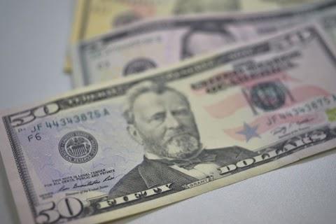 Dólar tem mais um dia de queda e vai a R$ 4,04