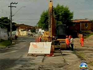 Obra de saneamento do PAC em Fortaleza em 2013 (Foto: Reprodução/TV Globo)