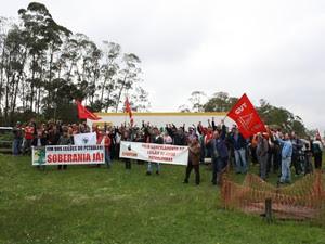 Aproximadamente 900 petroleiros protestaram na manhã desta quinta-feira (17), em Araucária. (Foto: Divulgação/ Sindipetro)