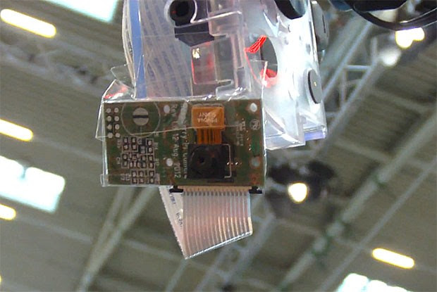 Raspberry Pi demos new 5megapixel, 1080P camera, runs Minecraft