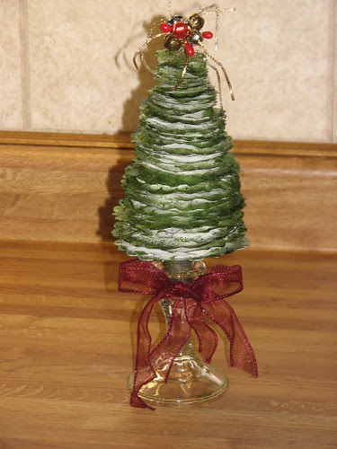 25 Days of Hand Crafted Gifts & Orn. - Vint Paper Christmas Tree 023