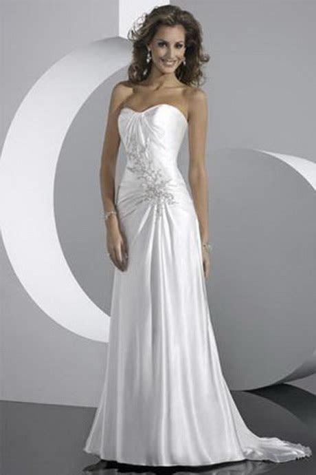 Simple wedding dress for beach wedding