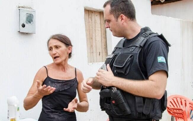 A mulher apontada pelos familiares e vizinhos de ser a responsável pela morte da própria mãe trata-se de Maria de Fátima Carvalho Miranda. Foto: Wenddel Veras - Blog do Coveiro