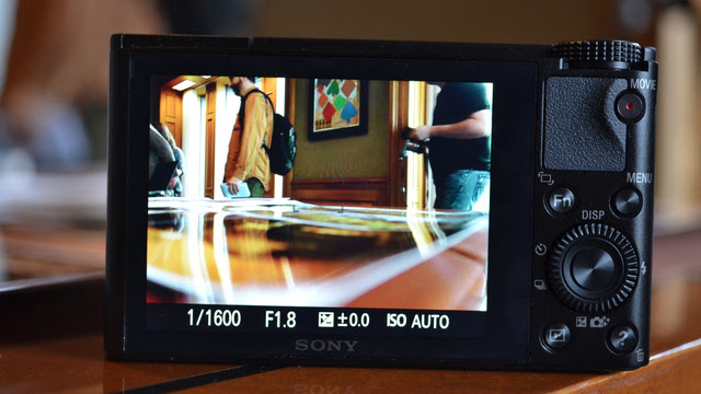 Sony RX100: This is How You Cram a 1-Inch Sensor and Wide Aperture Lens Into a Point-and-Shoot Body