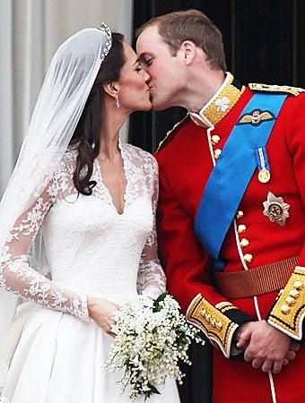 Royal wedding and more celebrity couple liplocks