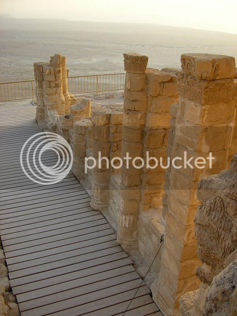 זריחה על ארמון הורדוס במצדה