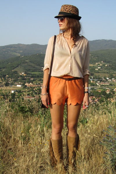 Stradivarius-boots-zara-hat-zara-shirt-zara-bag-handmade-shorts_400