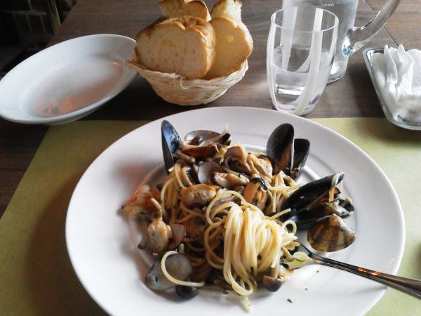 いろんな貝とキノコのパスタ 外国の味 さすがイタリアでシェフをしてただけあるよね 旨すぎ 溺れたい