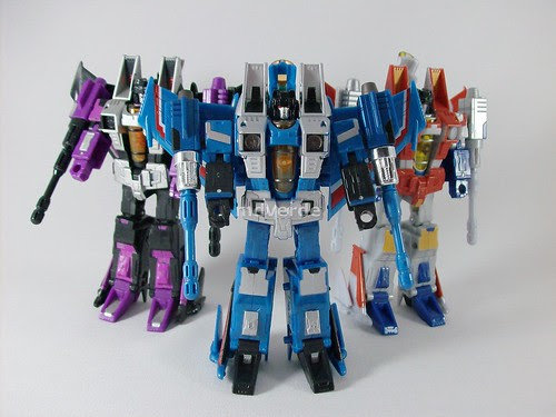 Transformers Thundercracker Classics Henkei - modo robot vs. Skywarp & Starscream (by mdverde)