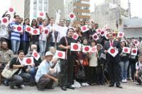 Jovens da Igreja Universal fazem passeata em São Paulo pelas vítimas da tragédia no Japão