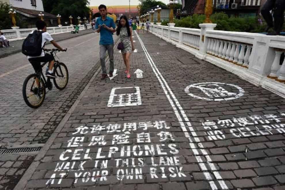 china_cell_phone_walkway