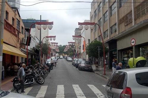 Im japanischen Viertel sind die Strassenlampen geschwungen