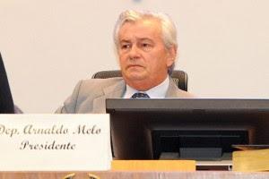 Presidente Arnaldo Melo quer assumir o governo a qualquer custo