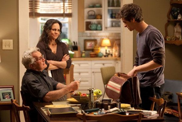 Peter Parker has a conversation with Uncle Ben (Martin Sheen) and Aunt May (Sally Field) in THE AMAZING SPIDER-MAN.