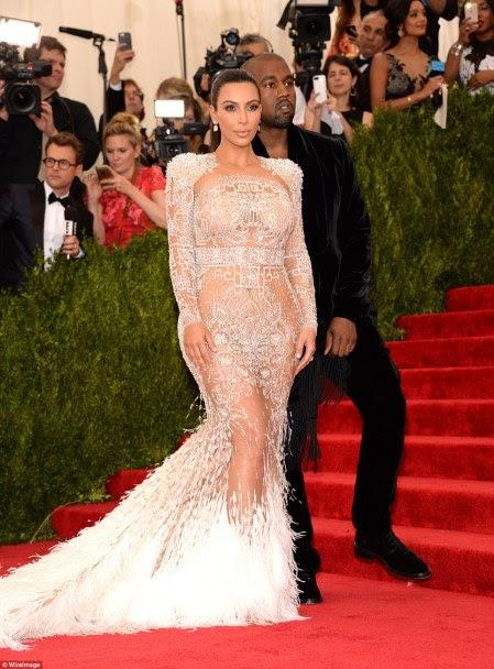 program tahunan yang bergengsi kembali diselenggarakan di New  York  Di Acara Amal Met Gala, Kim Kenakan Baju Transparan