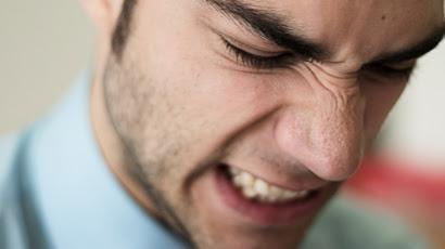 Sintomas de ciúme doentio e patológico nas relações amorosas
