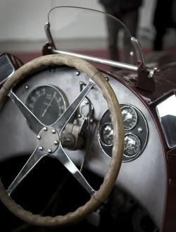 fabforgottennobility:  my shot Milano Auto Classica 2012 - Alfa Romeo 8C, 1935