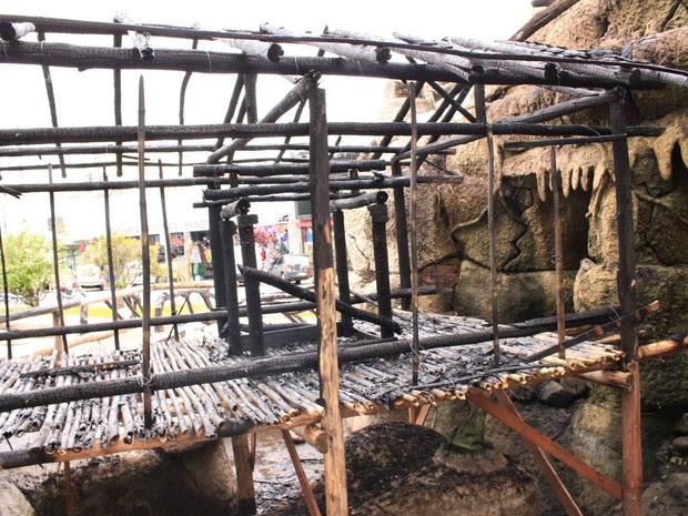 Polícia deve investigar causa do fogo que destruiu a estrutrura (Foto: Divulgação/Prefeitura de Pindamonhangaba)