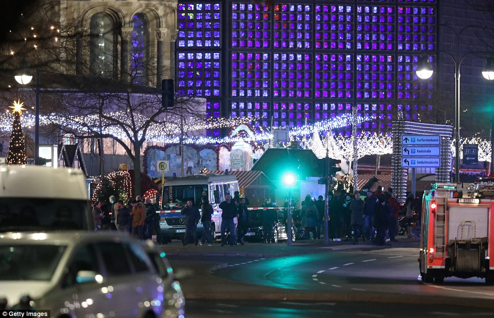 Várias pessoas morreram, enquanto dezenas foram feridos quando a polícia investigar o suposto ataque a um mercado fora da Igreja Memorial Kaiser Wilhelm