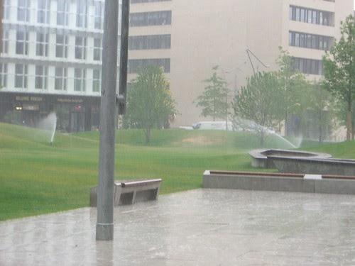 Amerikazentrum Park bei Regen 5