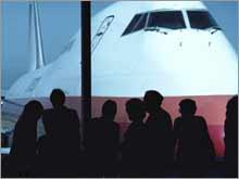 http://money.cnn.com/2006/05/20/news/companies/airlines_full/airplane_crowd.03.jpg