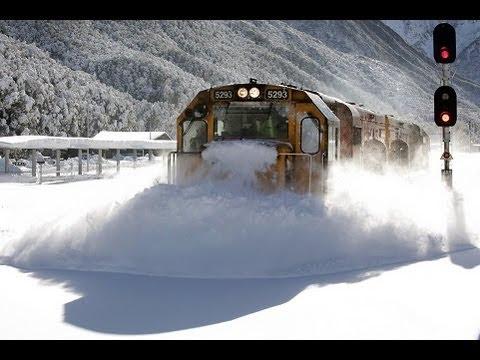 video que muestra a un tren apartando la nieve a gran velocidad