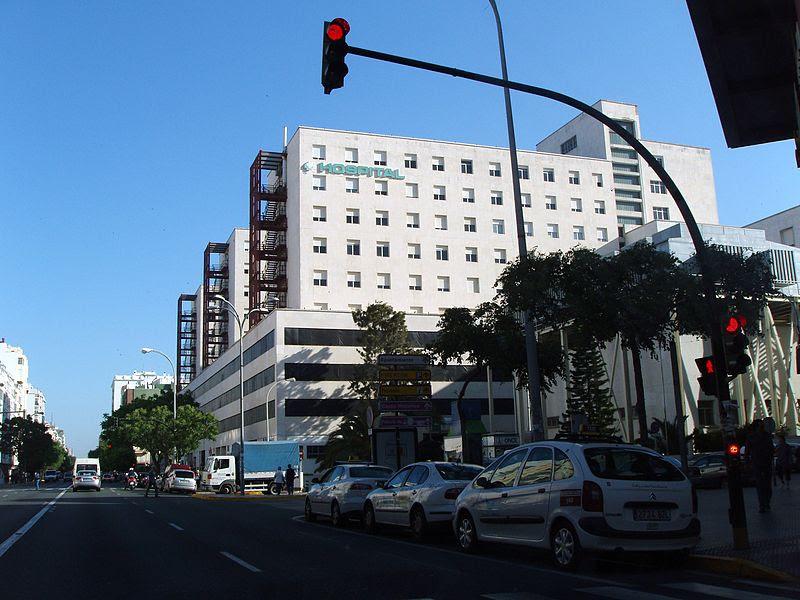 Archivo:Hospital Puerta del Mar, Cádiz.jpg