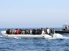 Navios estrangeiros resgatam dez botes de migrantes no Mediterrâneo