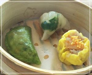 日本橋「SENSE」にて、蒸し餃子3種類。味も食感も異なる素敵なバランス。