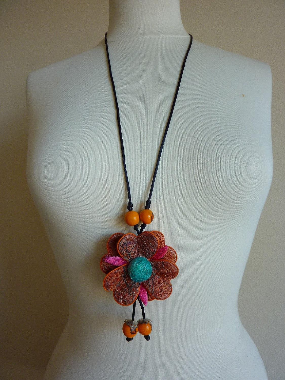flower necklace of fique fiber