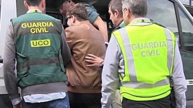 François Patrick Nogueira Gouveia se entrega a guardas civis