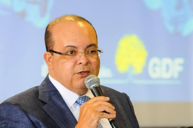Governador do DF reconhece que Bolsonaro tem razão e vai baixar ICMS de 14 itens