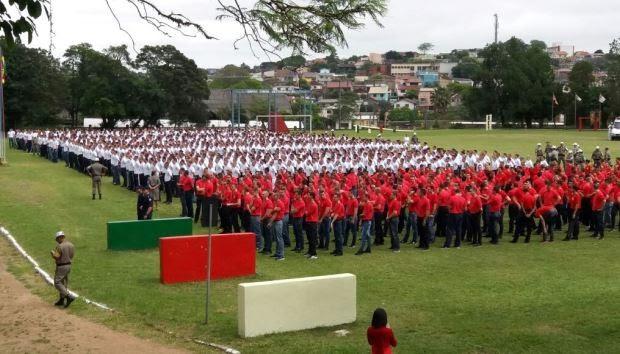 Novos soldados são apresentados para começar curso antes de atuar nas ruas (Foto: João Laud/RBS TV)